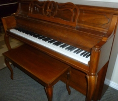 Yamaha console piano