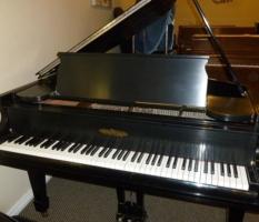 Chickering 5'3″ black baby grand piano